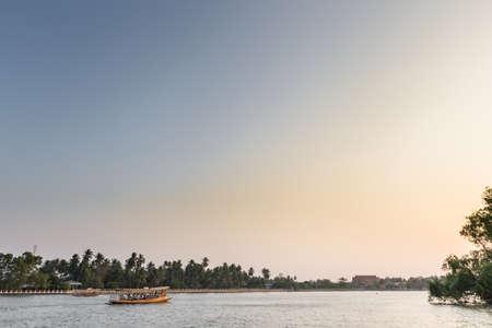 Sunset at river in Thailand 版權商用圖片