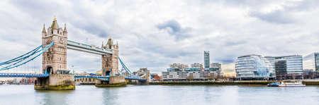 Panoramiczny widok Tower Bridge w Londynie, Wielka Brytania Zdjęcie Seryjne