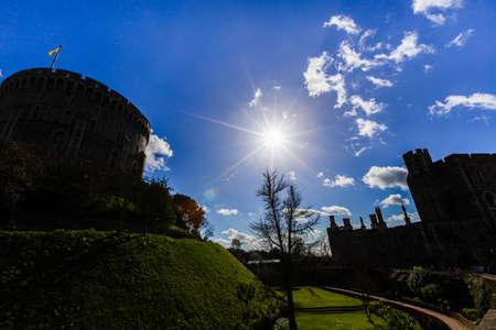 castillos: Silueta del castillo de Windsor, cerca de Londres, Reino Unido
