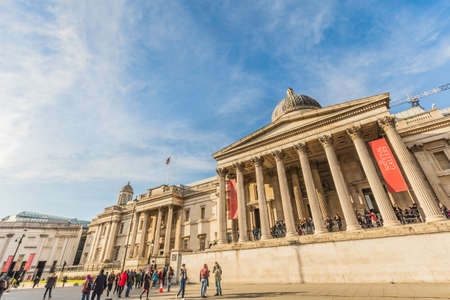 London, UK - March 2, 2016: National Gallery building at Trafalgar square with people in London, UK. Founded in 1824, it houses a collection of over 2,300 paintings dating from the mid-13th century to 1900. 版權商用圖片 - 56610556