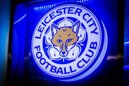 BANGKOK, THAILAND -April 24, 2016: the logo of Leicester City football club on the billboard. 版權商用圖片 - 55837628
