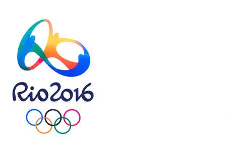 deportes olimpicos: Bangkok, Tailandia - 7 may, 2016: Logotipo oficial de los Juegos Ol�mpicos de 2016 de verano en R�o de Janeiro, Brasil, del 5 de agosto a la 21 de de agosto de, 2016 espacio de la copia, impresa en papel.