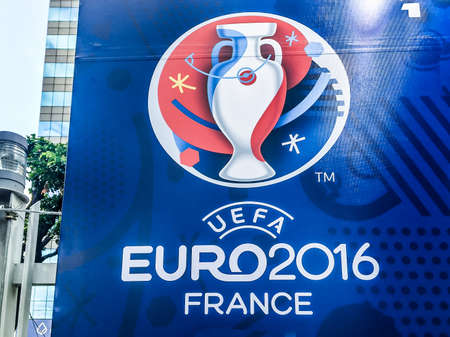 Bangkok, Thailand - June 9, 2016: Billboard of 2016 UEFA Euro France was showed in front of Meleenont Tower in Thailand. 版權商用圖片 - 58009428