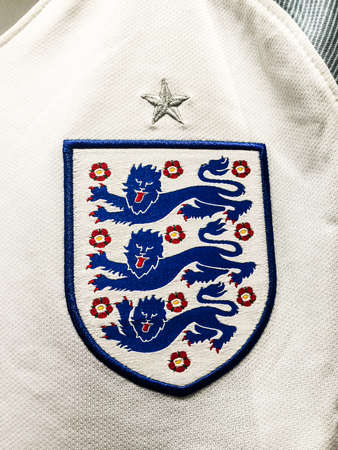 BANGKOK, THAILAND - June 9, 2016: The logo of England national football team on official jersey. 版權商用圖片 - 58009434