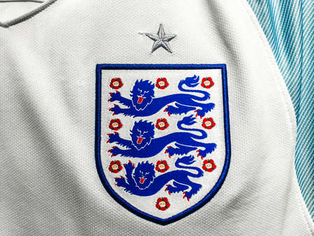 BANGKOK, THAILAND - June 19, 2016: The logo of England national football team on official jersey. 版權商用圖片 - 58695937