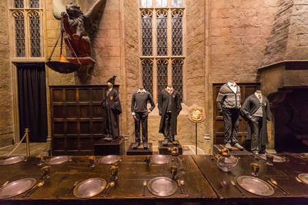 Leavesden, London - March 3 2016: The Hall in the Warner Brothers Studio tour 'The making of Harry Potter'.There is model of Gryffindor from Harry Potter film 版權商用圖片 - 59472894