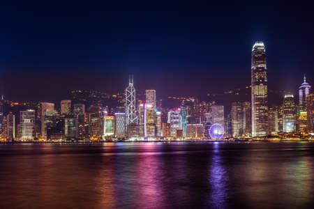 Symphony of lights in Hongkong China from Kowloon side across from Victor Harbor 版權商用圖片 - 62609196