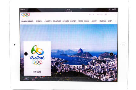 Bangkok, Thailand - July 31, 2016: Official website of the 2016 Summer Olympic Games in Rio de Janeiro, Brazil, from August 5 to August 21, 2016,  on Ipad isolated on white background. 新聞圖片