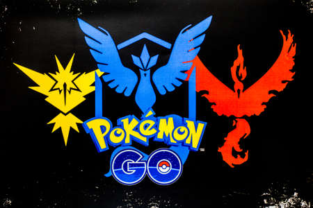 Bangkok, Thailand - August 20, 2016:   Pokemon Go logo on paper. Pokemon Go is a free-to-play augmented reality mobile game developed by Niantic for iOS and Android devices. 版權商用圖片 - 61496731