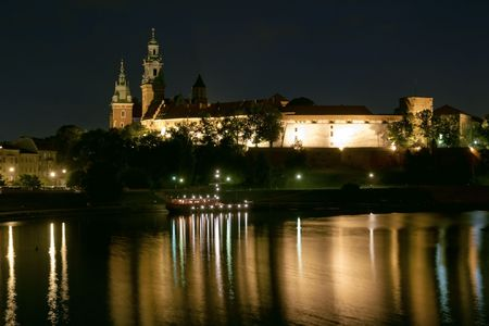 cracow: Historic Wawel castle in Cracow by night