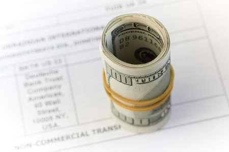 dinero, d�lares, aislado sobre fondo blanco