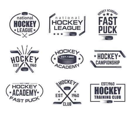 Set di logo di hockey isolato con bastone e disco. Insegne vintage con stelle per gli sport invernali. Emblema del torneo o del club di formazione, segno della lega nazionale. Branding per abbigliamento o tema pubblicitario di giochi