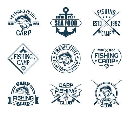 Set di icone isolate con pesce per club di pescatori. Emblema della pesca sportiva o segno di ricreazione del pescatore. Ancora e carpa, canne e gancio sul logo nautico. Tema pesca subacquea e nautica, mare e fiume