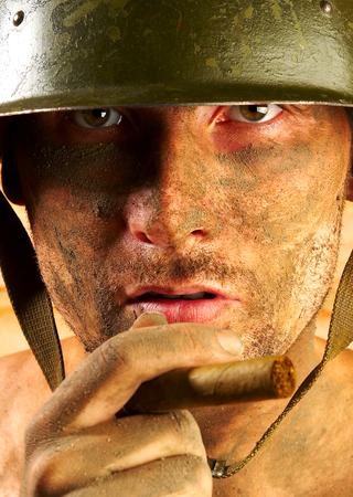 Le soldat dans un casque militaire  Banque d'images - 1565584