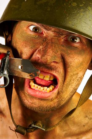 Le soldat dans un casque militaire  Banque d'images - 1585277