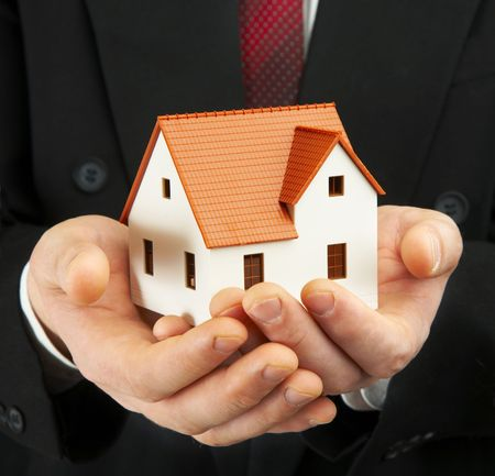 hypothec: Hand of the businessman with the house