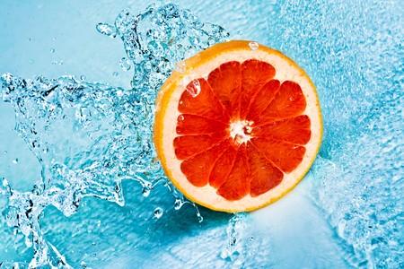 fresh water splash on red grapefruit photo
