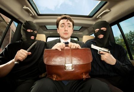 банда: Грабеж, бизнесмен захватил в заложники. Фото со стока