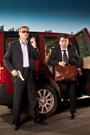 undercover agent: bodyguard and its boss leave the car