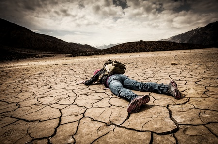 accident: traveller lays on the dried ground