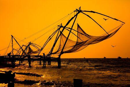 medias de red: Redes de pesca chino, Cochin sur de la India.