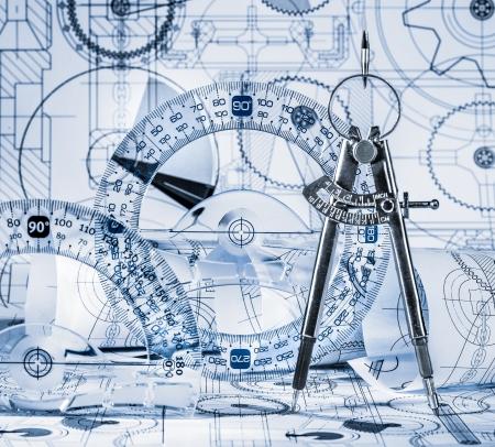 compas de dibujo: Los dibujos técnicos en un tono azul Foto de archivo