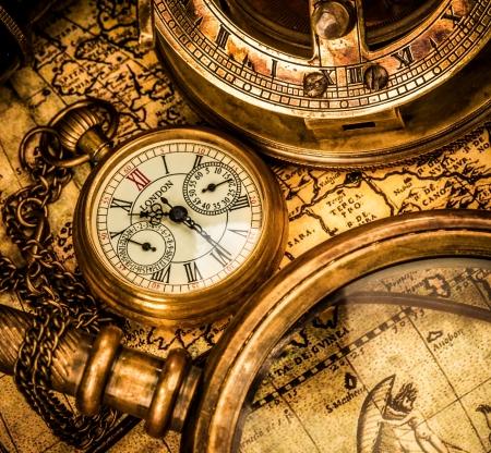 reloj antiguo: Vintage still life. Reloj de bolsillo antiguo.