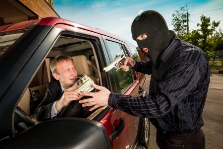 robo de autos: Robo del empresario en su coche