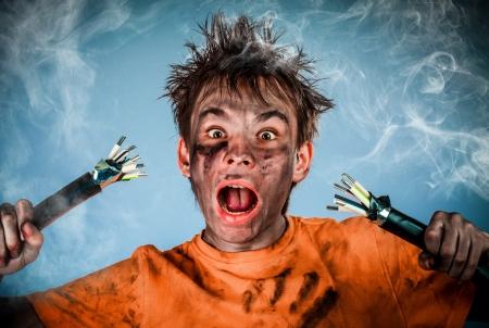 descarga electrica: Boy tiene una descarga el?ctrica
