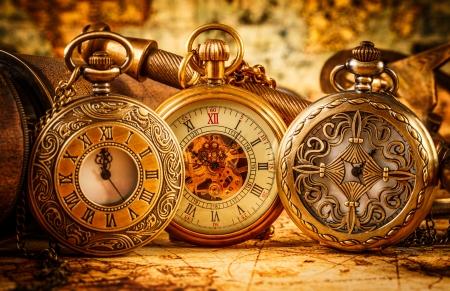cadenas: Reloj de bolsillo antiguo de la vendimia.