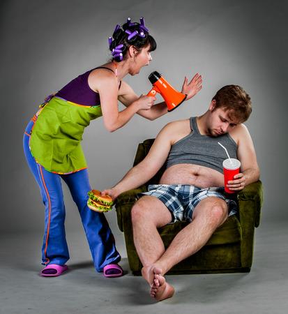 pareja enojada: Pelea de el esposo con la esposa
