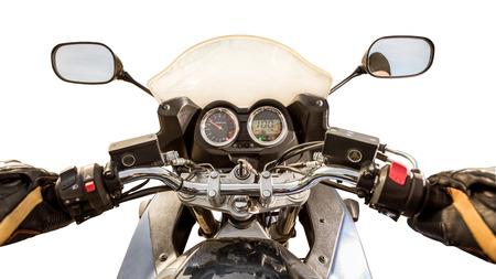 compteur de vitesse: Biker conduite d'une moto isolé sur fond blanc. Vue à la première personne.