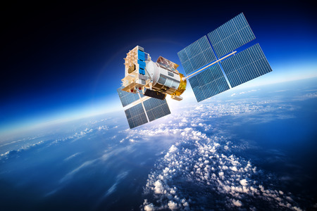 Space satellite orbiting the earth Banque d'images