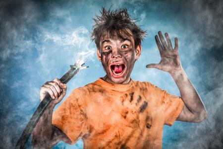 choc �lectrique: Boy a un choc �lectrique