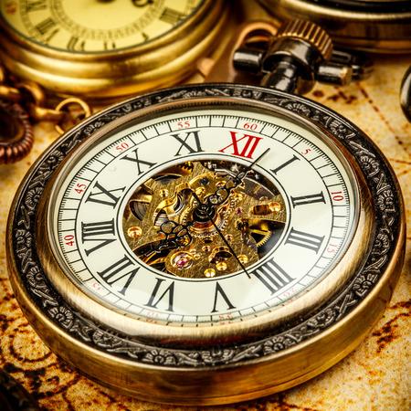 Vintage montre de poche antique. Banque d'images - 31600267