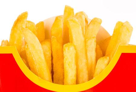 papas fritas: MOSCÚ, RUSIA-07 de julio 2013: Patatas fritas de McDonald. McDonalds Corporation es la mayor cadena mundial de restaurantes de hamburguesas de comida rápida, que sirve alrededor de 68 millones de clientes cada día en 119 países Editorial
