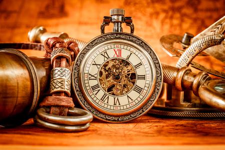 ビンテージ アンティーク懐中時計。ビンテージ グランジ静物。