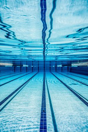 Schwimmbad unter Wasser ...