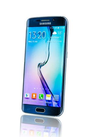 モスクワ, ロシア-2014 年 2 月 26 日: 三星銀河 S6 エッジ。Android スマート フォン サムスン電子が製造、販売。例示社説のみ。 報道画像
