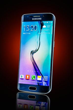 galaxie: Moskau, Russland 26. Februar 2014: Samsung Galaxy S6 Rand. Android-Smartphones hergestellt und vertrieben von Samsung Electronics vermarktet. Illustrative redaktionelle nur.