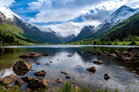 paisagem: Paisagem natural Natureza bonita de Noruega.