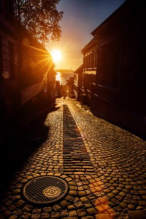puesta de sol: Bergen calle al atardecer Noruega