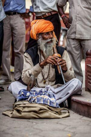 Photo street snake charmer. India. photo