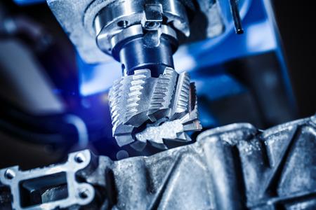 金属加工 CNC フライス盤です。現代の金属加工技術。