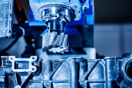 maquinaria: fresadora trabajo del metal. Cortar moderna tecnología de procesamiento de metal. Foto de archivo
