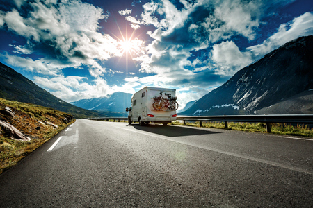 Caravan car travels on the highway. Banque d'images