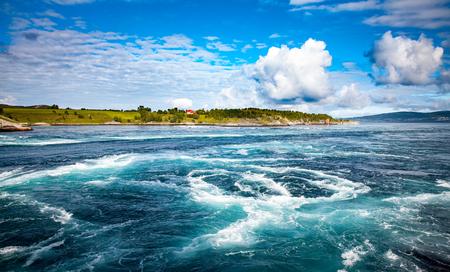 Whirlpools des Mahlstrom Traumen, Nordland, Norwegen