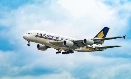 AEROPUERTO DE FRANCFORT, ALEMANIA: 23 DE JUNIO DE 2017: Airbus A380 Singapore Airlines Limited es la aerolínea de bandera de Singapur con su hub en el aeropuerto Changi de Singapur.