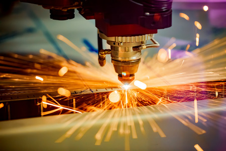 CNC Laser cutting of metal, modern industrial technology. Small depth of field. Warning - authentic shooting in challenging conditions. Banque d'images