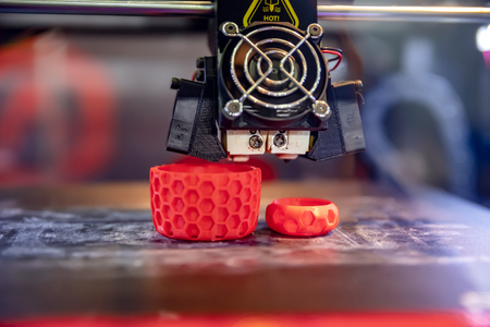 3D printer printing, also known as additive manufacturing (AM), refers to processes used to create a three-dimensional object in which layers of material are formed under computer control. Standard-Bild